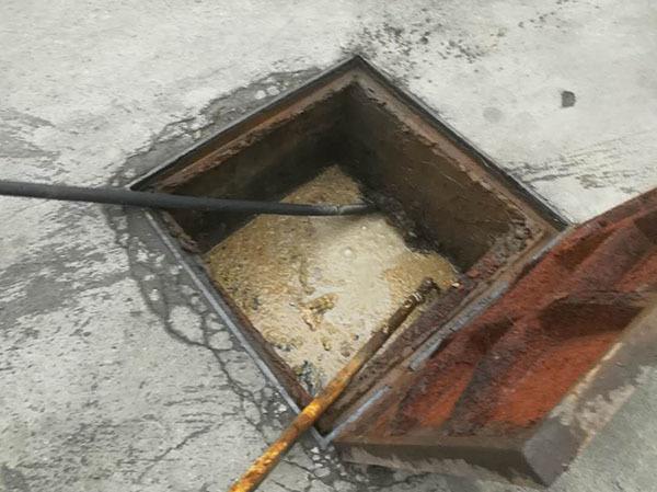 清理化粪池